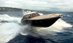 Aguti Yacht aus Mahagoni