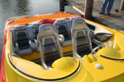 Liquid Glass zeigt 200 km/h Speedboat