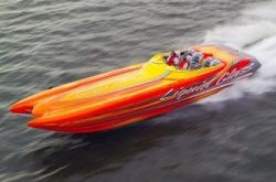 Liquid Glass zeigt 200 km/h Speedboat